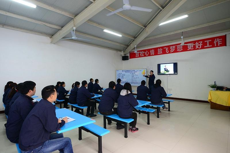 隆杰定期培训员工生产工艺及生产技能